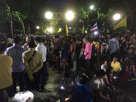 Nha vua Thai Lan Bhumibol Adulyadej bang ha - Anh 2