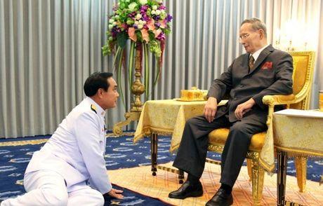 Vi sao tuong linh phai quy phuc truoc vua Thai Lan? - Anh 1