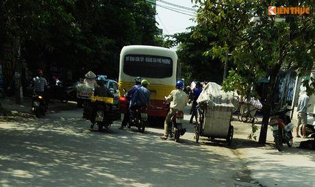 Xe bus 'du' dai nao Ha Noi thach thuc luc luong chuc nang - Anh 6