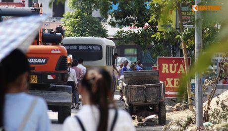 Xe bus 'du' dai nao Ha Noi thach thuc luc luong chuc nang - Anh 7