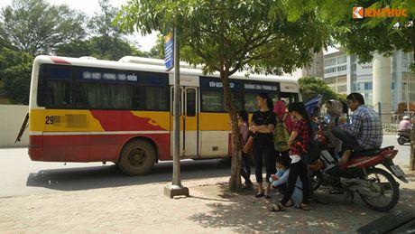 Xe bus 'du' dai nao Ha Noi thach thuc luc luong chuc nang - Anh 8