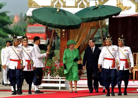 Nhung hinh anh dang nho ve Quoc vuong Thai Lan Bhumibol Adulyadej - Anh 6