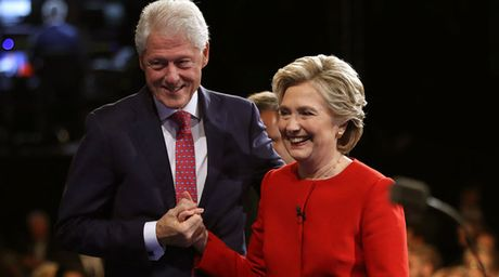 Trang web ve ong ba Clinton bi thay bang noi dung khieu dam - Anh 1