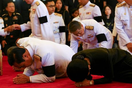 Linh cuu Quoc vuong Thai Lan duoc dua ve cung dien - Anh 5