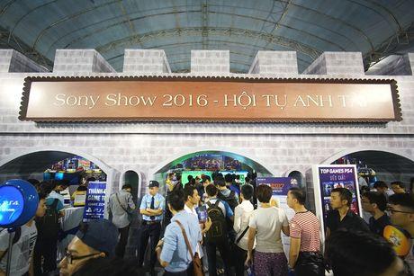 Vincom Mega Mall Royal City bung no voi Sony Show 2016 - Anh 1