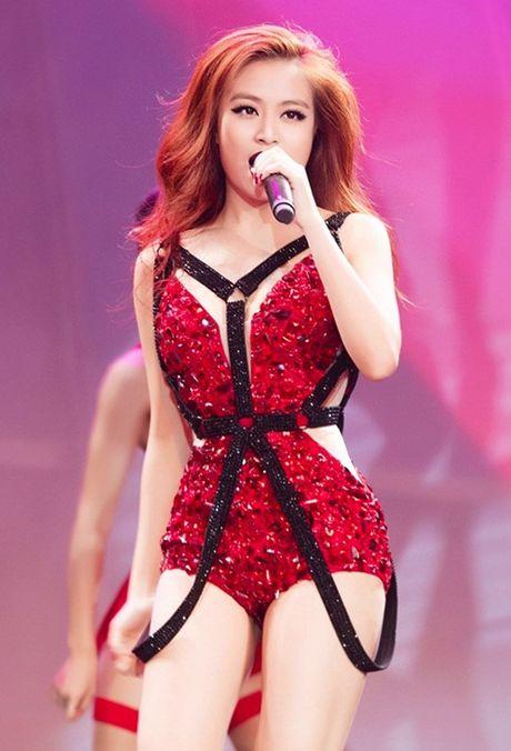 Hoang Thuy Linh: Tu hotgirl clip nong thanh my nhan dat gia nhat showbiz Viet - Anh 8