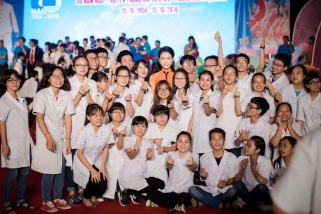'Co gai vang' cua Hoa hau VN bi quay kin - Anh 10