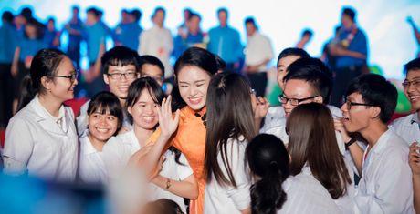 'Co gai vang' cua Hoa hau VN bi quay kin - Anh 1