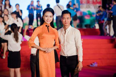 'Co gai vang' cua Hoa hau VN bi quay kin - Anh 4