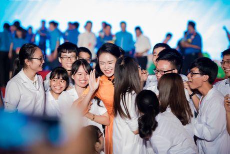 'Co gai vang' cua Hoa hau VN bi quay kin - Anh 5