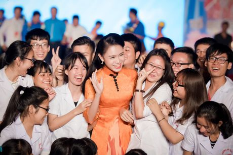 'Co gai vang' cua Hoa hau VN bi quay kin - Anh 7