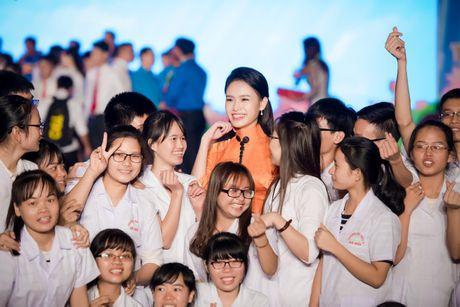 'Co gai vang' cua Hoa hau VN bi quay kin - Anh 8