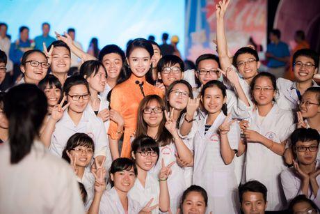 'Co gai vang' cua Hoa hau VN bi quay kin - Anh 9
