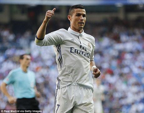Man United 'mo mat' nho bao Anh, Ronaldo vuot Messi chiem Top 1 - Anh 2