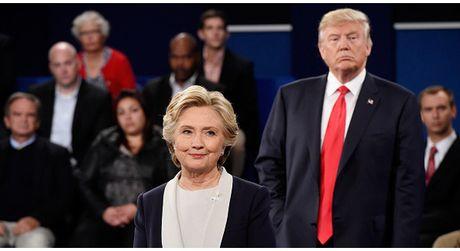 Nho co ung dung nay, ba Clinton lien tuc vach tran chuyen xau cua ong Trump nam xua, tien gan hon toi chuc Tong thong My - Anh 1