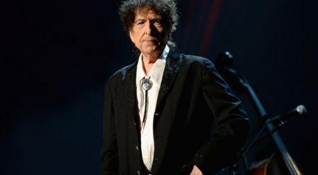 Tranh cai du doi khi Bob Dylan 'am' giai Nobel Van chuong 2016 - Anh 1