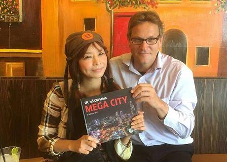 Tien si Michael Waibel va cuon sach 'TP. Ho Chi Minh MEGA City - Edition 2017' - Anh 1