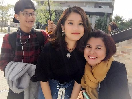 Hoang Yen dua me va em trai sang Nhat Ban du lich - Anh 10