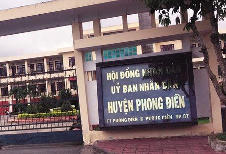 Phong Dien - TP.Can Tho: Nhieu nguoi than toc duoc nho Chu tich huyen? - Anh 1