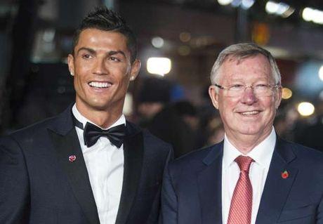 Sir Alex Ferguson tung muon ban Ronaldo cho Barcelona thay vi Real Madrid - Anh 1