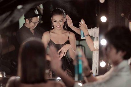 Mai Ngo - Lilly Nguyen: 'Ky phung dich thu' trong show thoi trang duoc mong doi nhat thang 10 - Anh 2