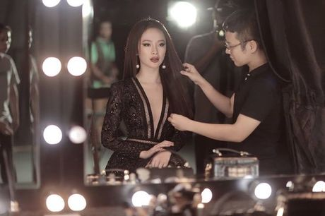 Mai Ngo - Lilly Nguyen: 'Ky phung dich thu' trong show thoi trang duoc mong doi nhat thang 10 - Anh 5