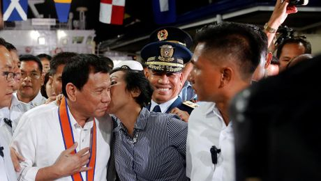 3.800 nguoi chet, uy tin ong Duterte van cao sau 3 thang cam quyen - Anh 1
