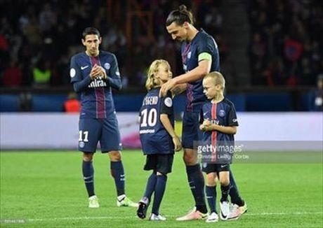 Toi luot Ibrahimovic cho 2 con trai gia nhap doi tre M.U - Anh 1