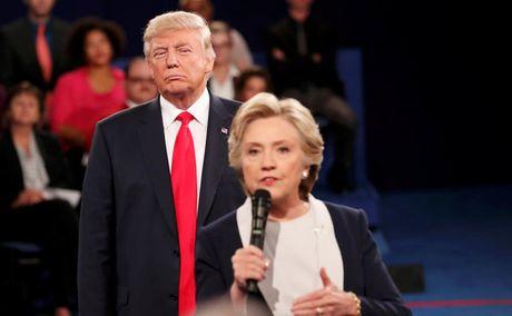 Donald Trump canh bao ba Hillary Clinton dung guc nga o Trung Quoc - Anh 1