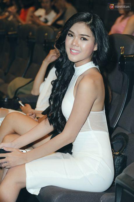 Khanh My chon dien vien y chang 'ke thu' Ngoc Trinh, tai hien vu lum xum 'nguoi thu 3' trong MV - Anh 8