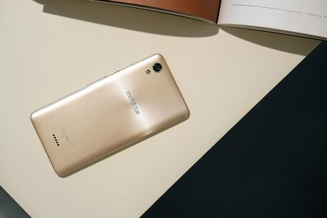 Dap hop LAI Yuna X: Smartphone voi nut selfie chuyen biet - Anh 2