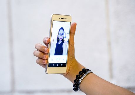 Dap hop LAI Yuna X: Smartphone voi nut selfie chuyen biet - Anh 6