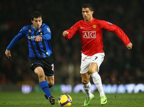 Pha Real, Sir Alex muon bien Ronaldo thanh dong doi Messi - Anh 1
