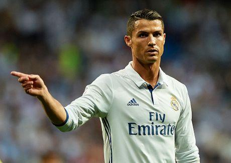 Pha Real, Sir Alex muon bien Ronaldo thanh dong doi Messi - Anh 2