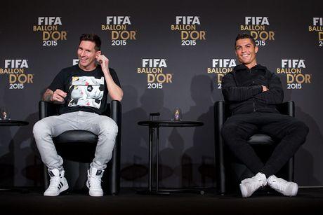 Pha Real, Sir Alex muon bien Ronaldo thanh dong doi Messi - Anh 3