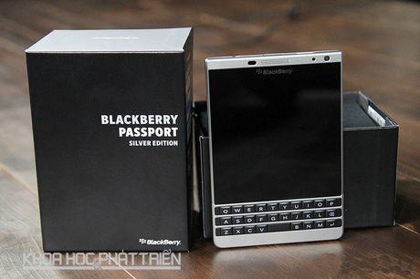 Blackberry Passport Silver chinh hang giam gan 5 trieu dong - Anh 1