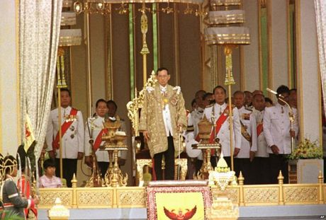 Cuoc doi Quoc vuong Thai Lan qua anh - Anh 10