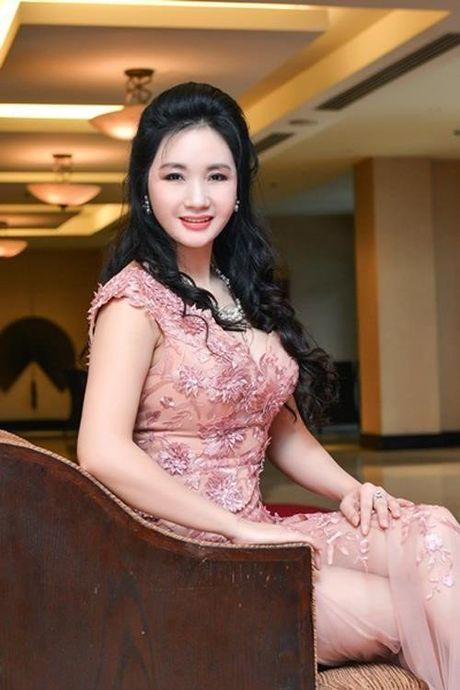 Me Ky Duyen, Huyen My sanh dieu khong thua con gai - Anh 5