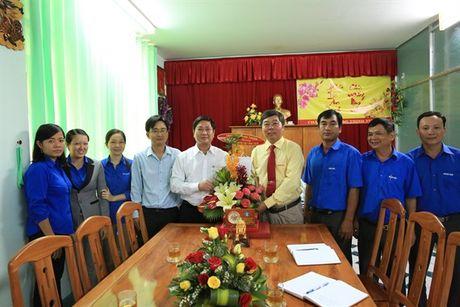 Lanh dao tinh Ninh Thuan chuc mung Cty CP Giong cay trong Nha Ho nhan Ngay Doanh nhan VN - Anh 1