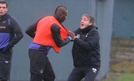 Roberto Mancini bat ngo tiet lo su that ve vu au da voi Mario Balotelli - Anh 3