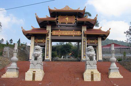 Nguoi dan ong tu thieu tai Thien vien Truc Lam Yen Tu - Anh 1