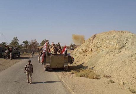 Hinh anh quan doi Iraq tuan tra vung Al-Bakr sau giai phong - Anh 1