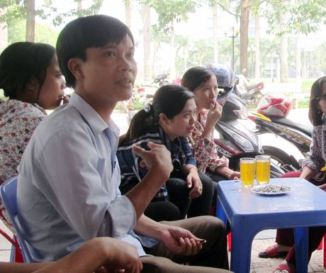 Thanh Hoa: Hang tram giao vien mat viec keu cuu - Anh 1