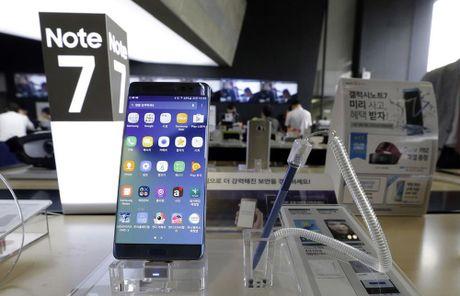 My chinh thuc cam mang Galaxy Note7 len may bay duoi moi hinh thuc - Anh 1