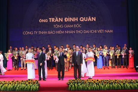 Tong Giam doc Dai-ichi Life Viet Nam duoc trao tang danh hieu 'Top 100 Doanh Nhan Viet Nam Tieu Bieu 2016' - Anh 1