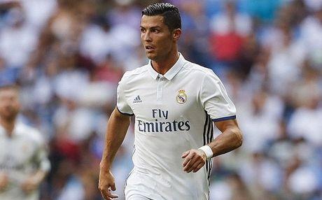 Ronaldo bi dong doi cu chi trich tham te - Anh 1