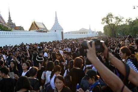 Tuong thuat tu Bangkok: Nguoi Thai tiec thuong nha vua - Anh 10