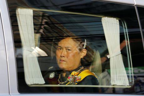 Tuong thuat tu Bangkok: Nguoi Thai tiec thuong nha vua - Anh 11