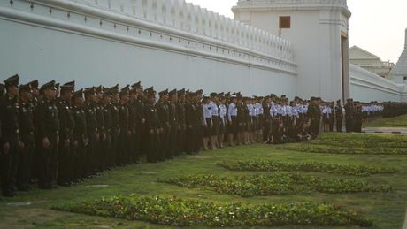 Tuong thuat tu Bangkok: Nguoi Thai tiec thuong nha vua - Anh 4