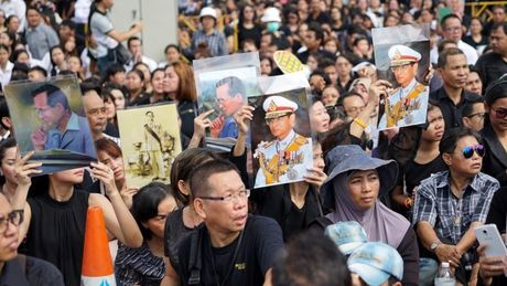 Tuong thuat tu Bangkok: Nguoi Thai tiec thuong nha vua - Anh 7